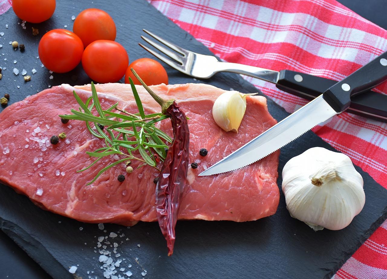 Mieszanie mięsa, farszu do kiełbas